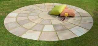 How to lay a paving circle