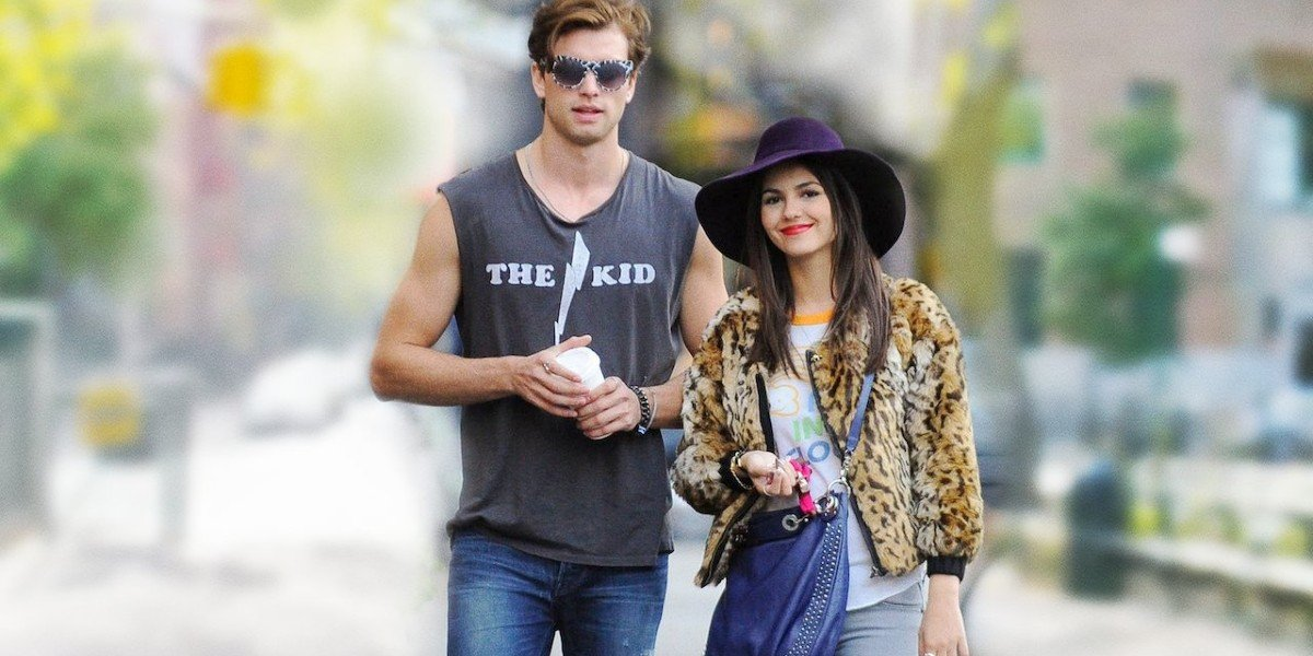 Victoria Justice and Pierson Fode in Naomi And Ely's No Kiss List