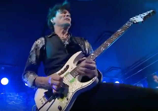 steve vai performs for the love of god on 39 front and center 39 guitarworld. Black Bedroom Furniture Sets. Home Design Ideas