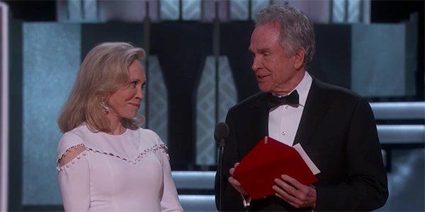 Warren Beatty and Faye Dunaway Oscars Screenshot