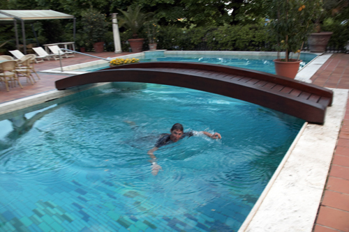 Frank Schleck falls in swimming pool 2
