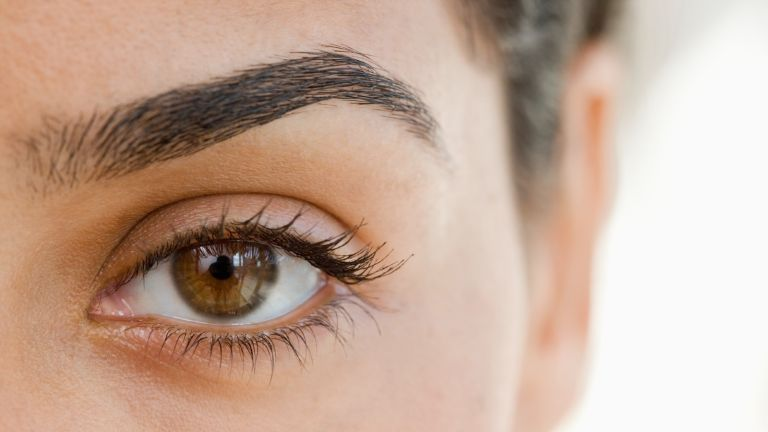 woman with defined eyebrow