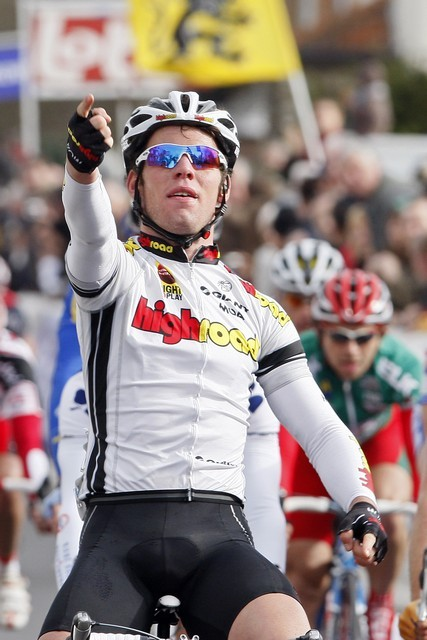 Cavendish celebrates De Panne stage 2