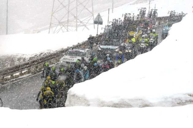 The peloton climbs the Passo Stelvio on stage sixteen of the 2014 Giro d'Italia