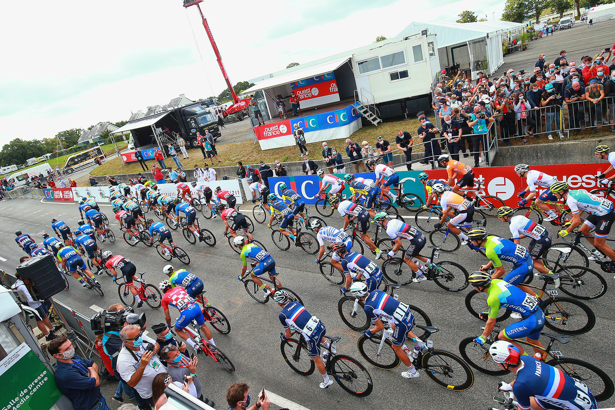 The elite men roll out from the start