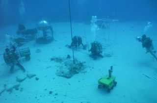 NEEMO Aquanauts Testing Surface Operations