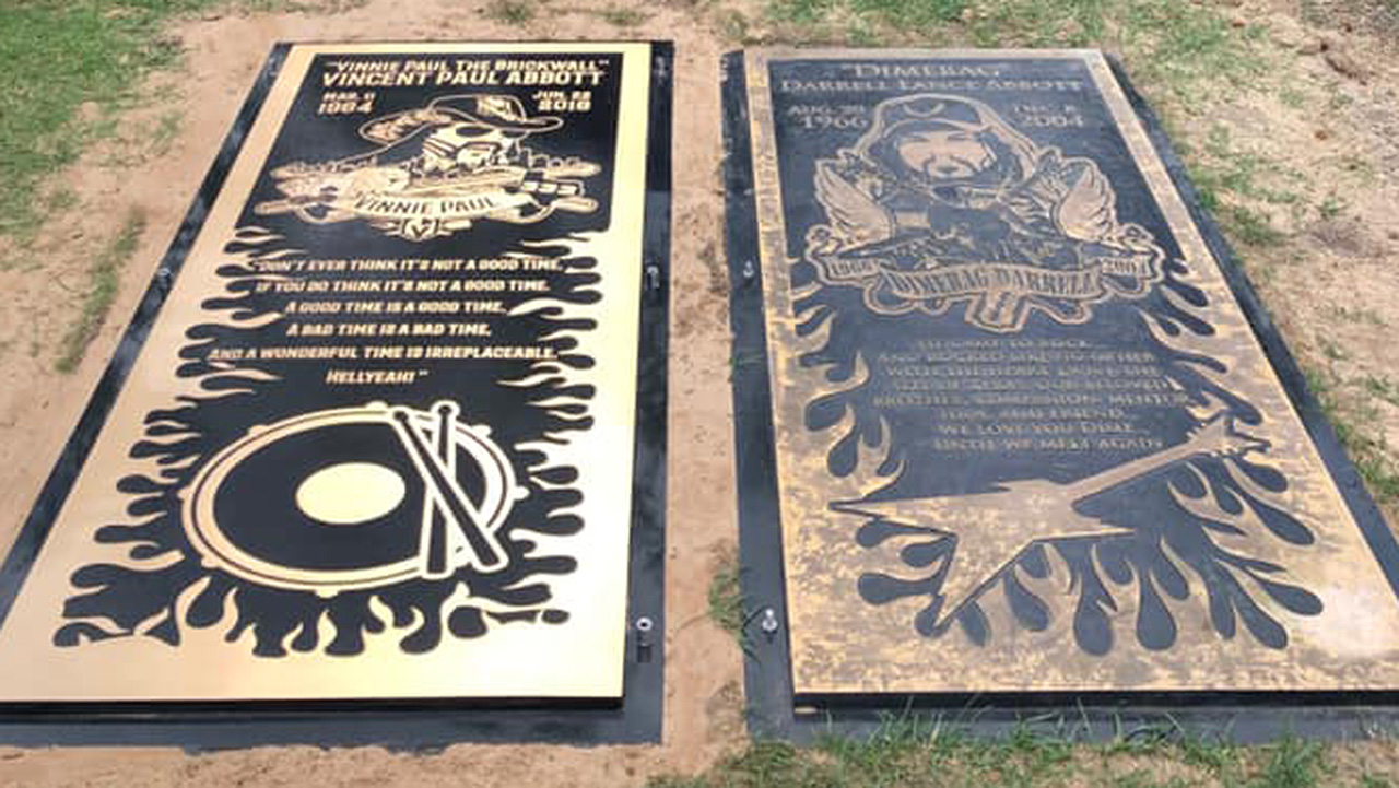Vinnie Paul's grave marker laid down beside brother Dimebag's | Louder