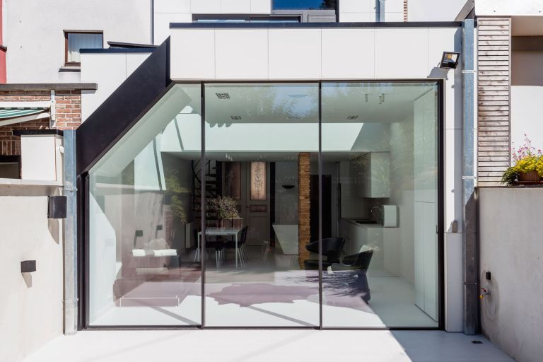 glazed extension in contemporary style by IQ Glass