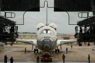 NASA Safeguards Shuttle Atlantis, Fuel Tank Against Storm