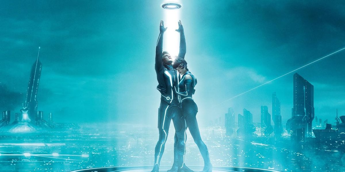 Tron Legacy Sam and Quorra beaming up
