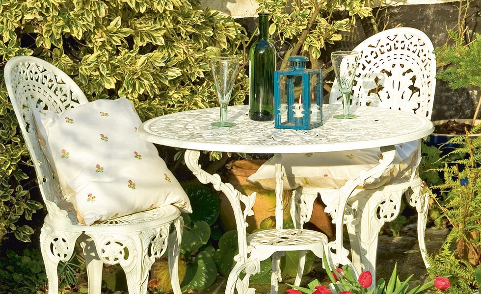 . Reviving metal garden furniture   Real Homes