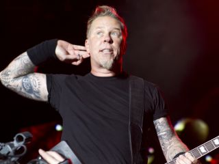 Hetfield: 'Are you talkin' to me?'