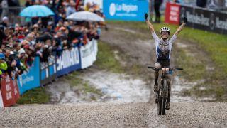Loana Lecomte wins in Les Gets