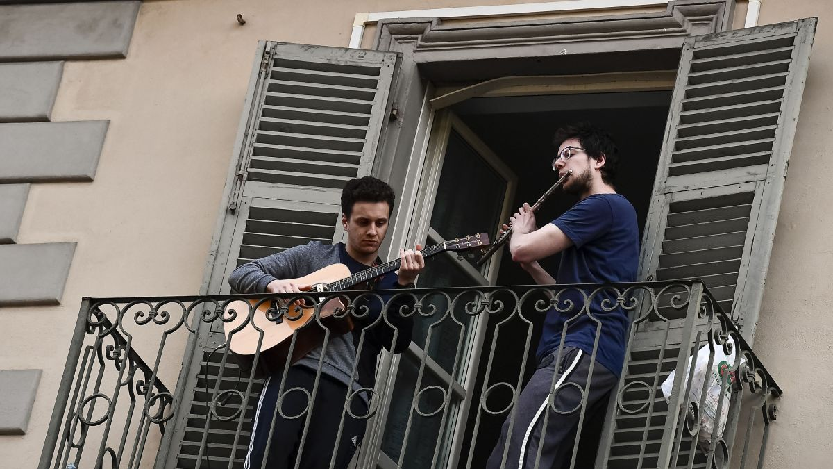 See the best Italian balcony musicians so far during the country's COVID-19 lockdown