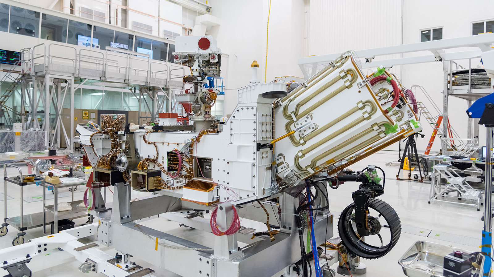 NASA's Perseverance Mars rover displaying where its MMRTG would be inserted, between the panels on the right marked by gold tube, before the power system was inserted.