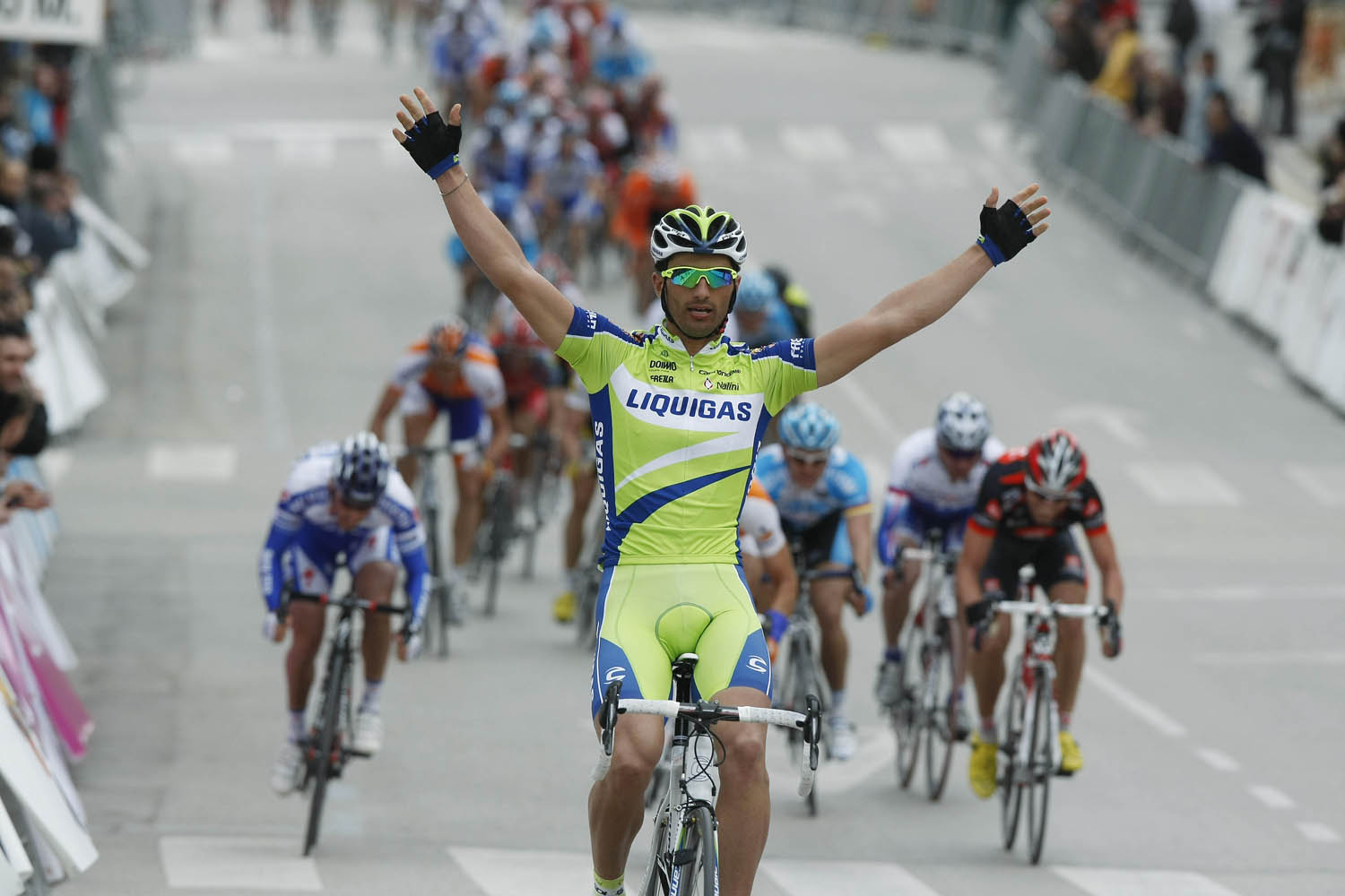 Daniele Bennati wins stage three