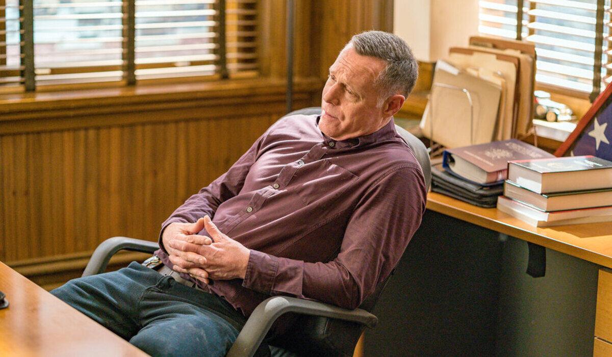 chicago pd season 7 finale voight desk nbc