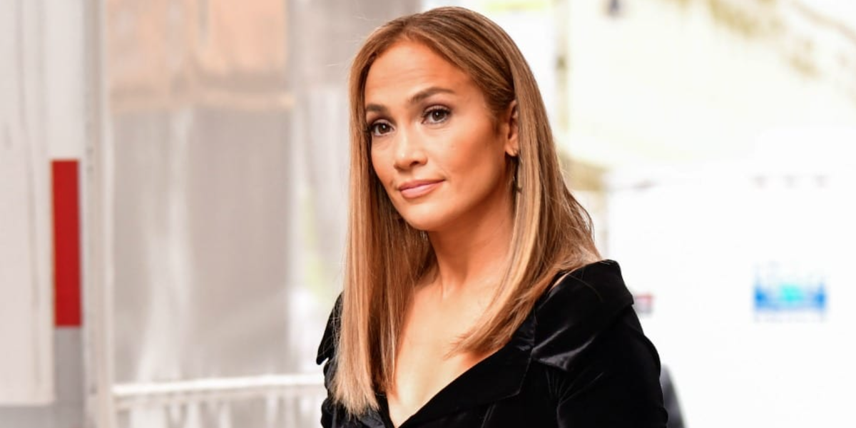 Is Jennifer Lopez Not Wearing Her Engagement Ring Really A Big Deal?