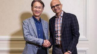 Sony Corporationin toimitusjohtaja Kenichiro Yoshida ja Microsoftin toimitusjohtaja Satya Nadella kättelevät yhteistyön merkiksi.