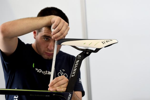A saddle that's too high can cause knee pain from cycling (Photo: Watson)