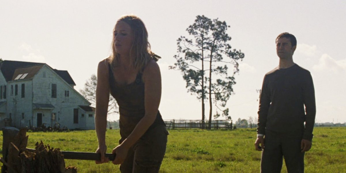 Emily Blunt and Joseph Gordon-Levitt in Looper