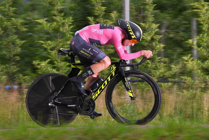 Magia rosa Simon Yates (Mitchelton-Scott) during the stage 16 time trial at the Giro d'Italia
