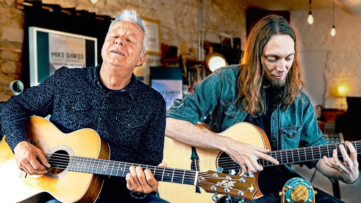 Tommy Emmanuel and Mike Dawes Team Up For Spellbinding Acoustic Cover of Somebody That I Used to Know