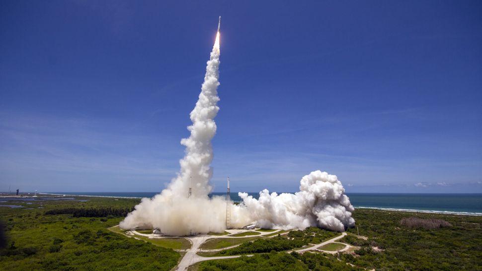 Wow! This video of an Atlas V rocket launch seen from an airplane is just amazing