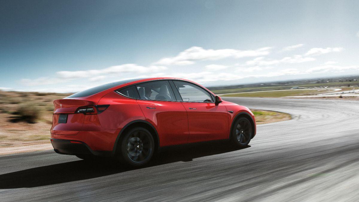 It's terrifyingly easy to trick Tesla's Autopilot