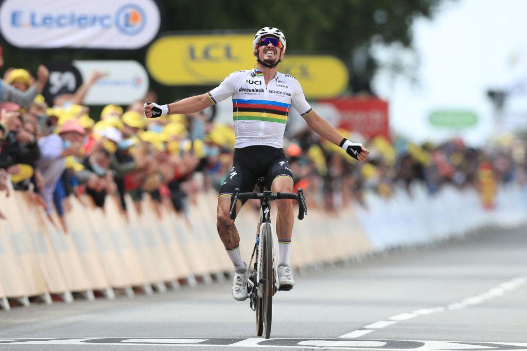 Julian Alaphilippe (Deceuninck-Quickstep) wins stage 1 of the 2021 Tour de France