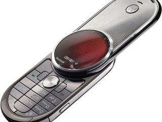 Motorola is bringing back the twist screen
