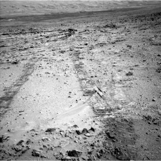 Curiosity Rover Heads Toward Mount Sharp