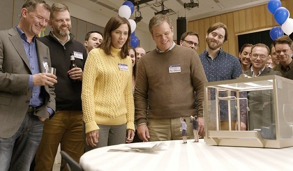 Downsizing Kristen Wiig and Matt Damon look at shrunken people