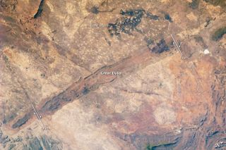 great-dike-zimbabwe-image-101011-02