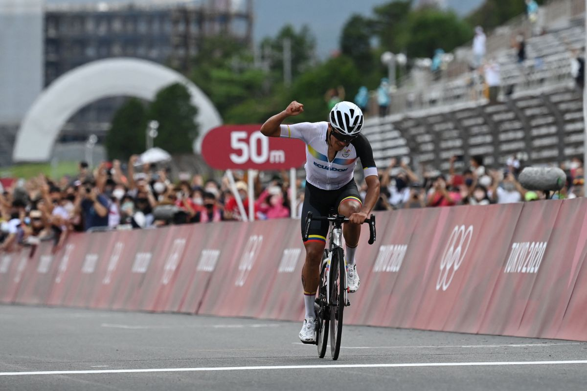 Richard Carapaz storms to gold medal in Tokyo 2020 Olympics road race