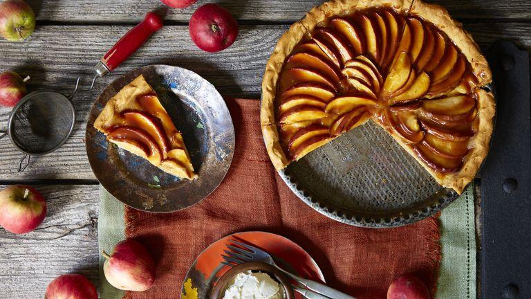 Caramel and apple tart