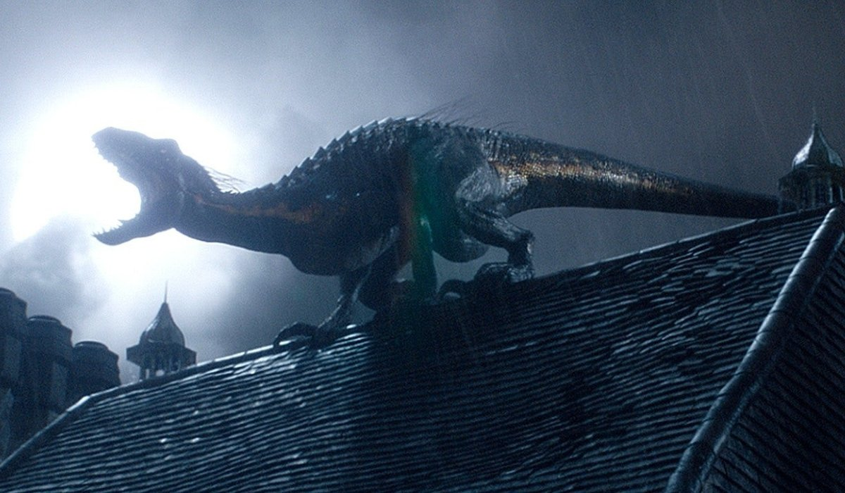Jurassic World: Fallen Kingdom the Indoraptor roars on the roof