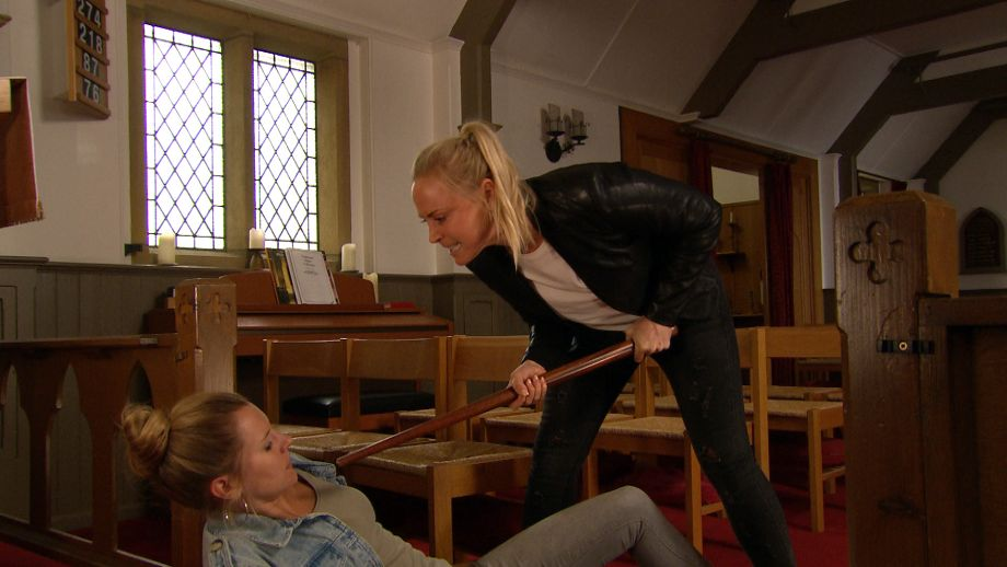 Tracy traps Dawn in Emmerdale