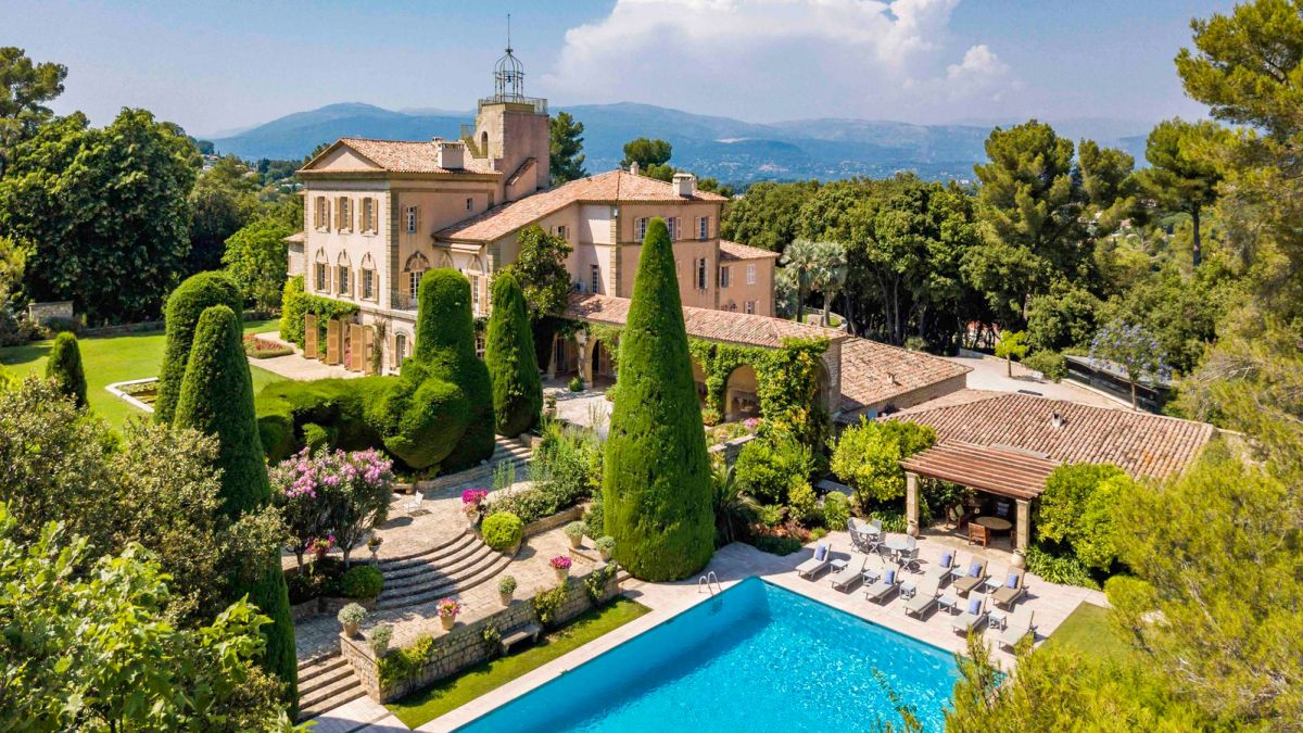 Tour JFK's vacation villa in the South of France – now available for rent
