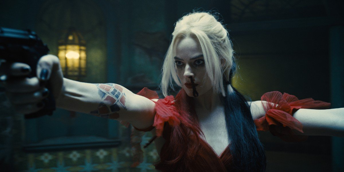 Harley Quinn (Margot Robbie) aims her guns in The Suicide Squad (2021)