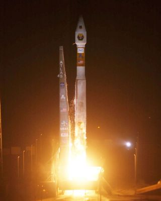 Atlas 5 Rocket Launches Six Military Research Satellites into Orbit