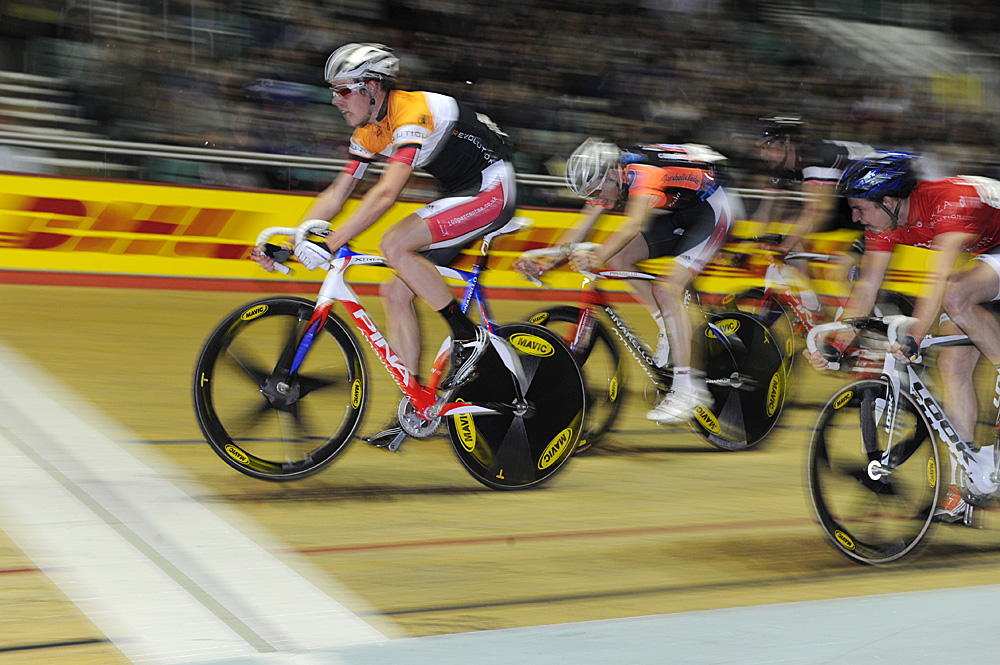 Luke Rowe wheelies to win, Revolution 32, January 2011