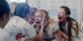 Midsommar's Florence Pugh Shares The Intense Experience Of Filming That Iconic Crying Scene