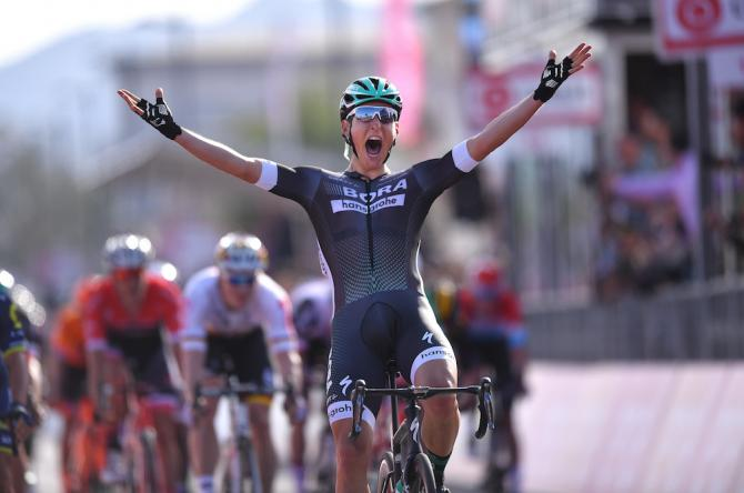 Lukas Pöstlberger claims the opening stage of the Giro d'Italia.