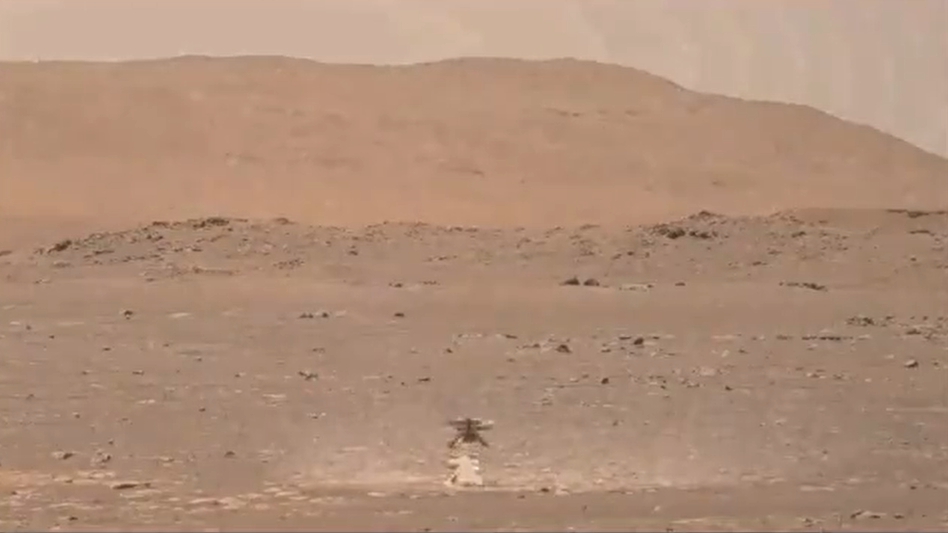 Watch NASA's Mars helicopter Ingenuity kick up mud on its 1st flight (video)