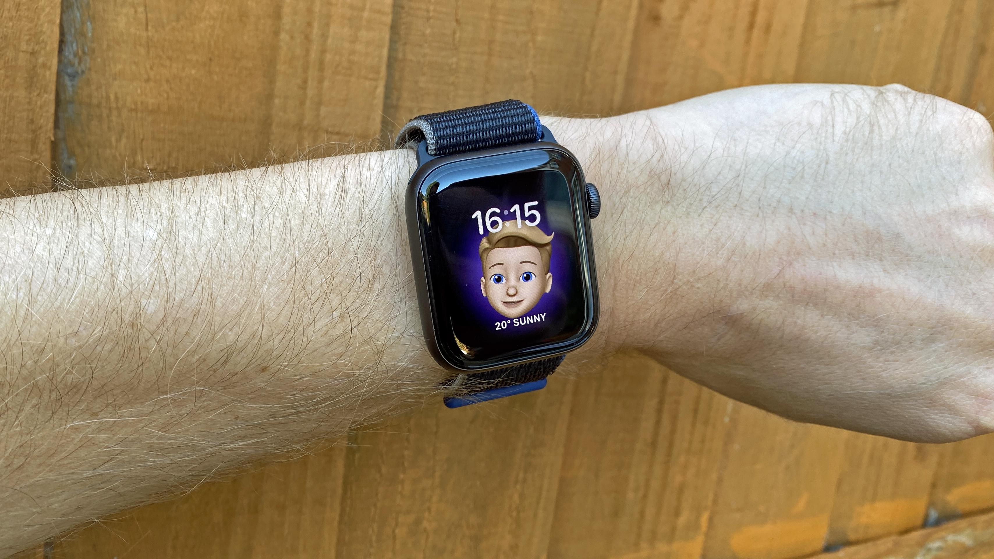 Apple Watch SE review: the smartwatch's Memoji watch face
