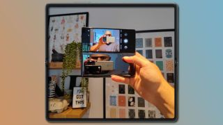 Examples of things you can do with a foldable phone