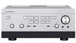 Luxman launches limited edition L-595A SE integrated amplifier