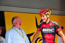 Philippe Gilbert (BMC) chats with Jean-Francois Pescheaux at the sign-on