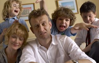 Outnumbered fans thrilled that show's mum and dad are dating in real life!